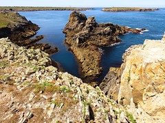 Ouessant - Explore 17/08/2016 (Gert Vanhaecht) Tags: waterreflections gertvanhaecht atlantic coast reflections beach breizh waterreflection availablelight canonpowershotsx700hs color cliffs france nature phare lighthouse water blue brittany light composition colour canon landscape finistre ocean green bretagne ouessant reflection