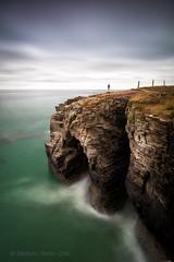 mirando el acantilado (estebanmm) Tags: galicia playa catedrales mar acantilado larga exposicion