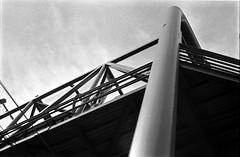 Puente (Oeil de Boeuf) Tags: fujineopan400 film bw rodinal 1100 135