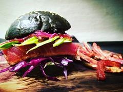#fishburger #hamburgergourmet #tatakiditonno #tuna #maionesealwasabi #avocado #cipollecaramellate #cavoloviola #patatamagentalove #streetfood #zenzeroincucina #foodaddict #foodlove #foodart  https://zenzeroincucina.com/2016/09/20/fish-burger-gourmet/ (zenzeroincucina) Tags: fishburger hamburgergourmet tatakiditonno tuna maionesealwasabi avocado cipollecaramellate cavoloviola patatamagentalove streetfood zenzeroincucina foodaddict foodlove foodart
