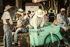 Ricas Nieves (hapePHOTOGRAPHIX) Tags: 484mex 484mic amricadelnorte estadodemichoacndeocampo mexico mexiko michoacn mxico nikond2x nordamerika northamerica plazavascodequiroga ptzcuaro hapephotographix mx streetphotography strasenszene