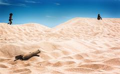 Las Dunas (Loiamax) Tags: dune dunas punta paloma puntapaloma tarifa spiaggia vacanza andalusia andalucia sand duna ragazze