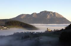 udalaitz (txokyt) Tags: mountains fog sunrise landscape paisaje amanecer invierno niebla arrasate udalaitz aramaixo