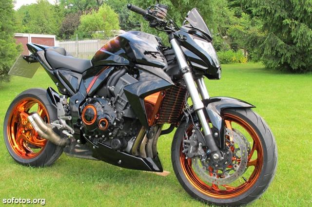 Honda CB 1000R Preta tunada