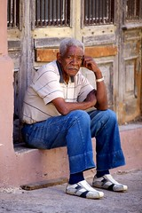 Cuba: Havana, taking a rest (VJ Vee) Tags: life street old people architecture living parts havana cuba oldman habana havanna kuba