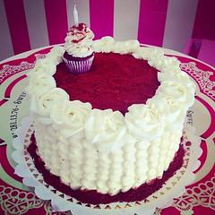 Red Velvet Cake!!! Sper rica, solo en #sweetcakesstore #lecheria #puertolacruz #venezuela #bakery #cupcakery #cake #originalcakes #originalstore #originalcupcakes #redvelvet #delicious #yummy #cute #photooftheday #instagramers #3000followers (Sweet Cakes Store) Tags: red cakes square de cupcakes yummy rojo y venezuela velvet tienda cupcake squareformat tortas amaro lecheria terciopelo sweetcakes ponques iphoneography instagramapp uploaded:by=instagram sweetcakesstore sweetcakesve
