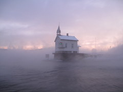 Cold morning (Sren Dives) Tags: old light lighthouse home oslo norway reflex fjord fyr soren sj fyrlykt fyrhus lighthousetrek heggholmen