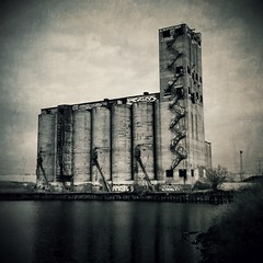 Santa Fe Grain Elevator, Chicago IL (49) (monkone810) Tags: bw chicago santafe tower abandoned climb illinois midwest industrial greatlakes silos chicagoriver grainelevator ue urbex southbranch iphone4 monkone