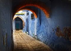 (Zu Sanchez) Tags: street travel light canon calle morocco maroc marocco chaouen chefchaouen marruecos canoneos arco callejon phototravel xauen    canoneos1000d zusanchez