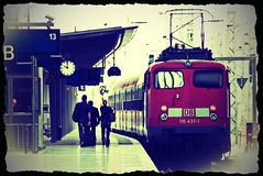 zug weg (micagoto) Tags: topv111 train lomo frankfurt 110 zug db locomotive re publictransport bahn hbf bahnsteig lok pnv ffm regionalexpress nahverkehr bgelfalte regionalzug br110 einheitslokomotive