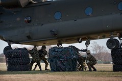 Soldiers Unhooking Cargo from Chinook Helicopter (Defence Images) Tags: uk germany soldier army aircraft military free cargo equipment helicopter british chinook defense defence raf personnel royalairforce attaching hohne underslung nonidentifiable 7armouredbrigade7armdbdebergenhohne