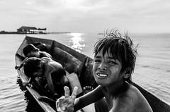 (Emifulio81) Tags: malesia malaysia sabah borneo mabul isola island kid kids boat mare sea barca black white bianco e nero bw portrait bajau laut nomad nomadi nikon d7000 tamron 17 50 mm pursuitofportraits blackandwhitephotography bwphotography instablackandwhite blackandwhiteart blackandwhiteonly blackandwhiteperfection flairbw bnwcaptures bnwlife bnwcity bnwmood bnwplanet blackandwhiteisworththefight