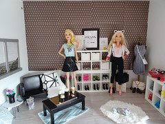 The barbie diorama (So-Chic) Tags: barbiediorama barbie diorama 16 home house interior fashionistas fashionista lagirl petitbarbie doll dolls barbiestyle
