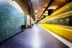 The yellow in subway (Blende57) Tags: motion speed motionblur blurred yellow underground subway undergroundtrainstation subwaystation wideangle longexposure platform lighttrails urban urbantransport transportation publictransport