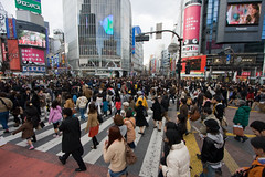 Shibuya Square-people crossing (menno-indian) Tags: japan tokyo crossing pedestrians shibuyasquare