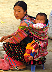 Flower Hmong mother & baby (Linda DV) Tags: travel people baby canon geotagged colorful asia southeastasia market embroidery culture folklore vietnam tradition tribe ethnic minority babysling hmong 2012 babycarrier papoose bambino bacha ethnicminority flowerhmong bch variegatedhmong culturaltravel lindadevolder powershotsx40 ethnictravel