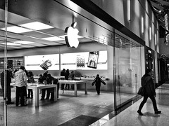 Shopping for Essentials (misterperturbed) Tags: ttc applestore towsontowncenter luxurywing