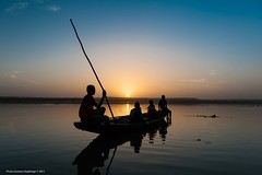 Le fleuve Niger (DeGust) Tags: africa sunset color water yellow niger night ro jaune river landscape noche twilight agua nikon eau wasser sundown nacht paisaje amarillo gelb westafrica afrika dmmerung paysage crpuscule kanu landschaft farbe nuit couleur pirogue westafrika pnombre fleuve afrique crepsculo nigerriver piragua zwielicht afriquedelouest fleuveniger d700 libore nikkor2470f28 ronger gustavedeghilage