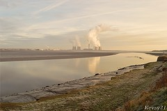 Fiddlers Ferry View (kev thomas21) Tags: water grass river waves waterfront cheshire estuary mersey runcorn widnes fiddlersferry