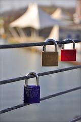 Forever in Love (LL) Tags: bridge red rot heart small kanal railing brcke sewer padlock gelsenkirchen herz lovelock nordsternpark gelnder kleines brckengelnder vorhngeschloss bridgerailing doppelbogenbrcke twinarchedbridge