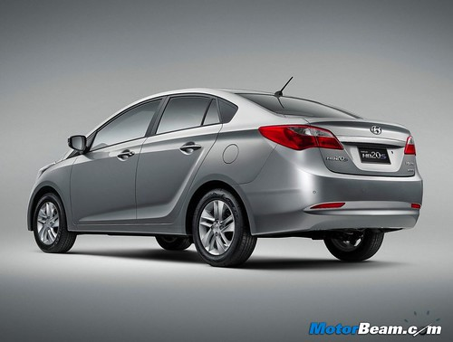 2013-Hyundai-HB20S-11