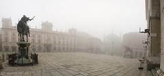 PIACENZA - nebbia domenicale (10/03/2013) (M&M78) Tags: morning horses fog canon square sunday 7d piazza sundaymorning nebbia cavalli piacenza gotique domenica lastricato piazzacavalli palazzogotico arcate lucernari eos7d