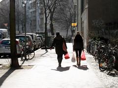 Einkauf (onnola) Tags: street winter woman berlin bike shopping kreuzberg germany bag deutschland pavement frau sonne fahrrad gegenlicht plastiktüte einkauf bürgersteig tüte strase backlightning