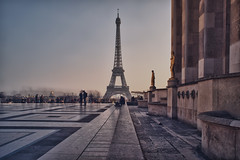 Paris, la Tour Eiffel (Zed The Dragon) Tags: morning light sunset paris france reflection ex architecture night french geotagged effects photography lights iso100 photo long exposure flickr tour view shot minolta photos sony f100 eiffel best full reflet most ciel frame esplanade palais 100 20mm fullframe alpha nuit postproduction sal zed dg francais lightroom chaillot historique effets storia parisien flickrs 24x36 0sec 100faves a850 sonyalpha hpexif flickraward concordians 100commentgroup dslra850 alpha850 zedthedragon fontenayexpozed