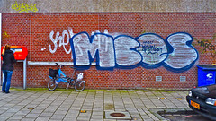 Den Haag Graffiti (Akbar Sim) Tags: holland graffiti nederland denhaag illegal thehague brompton foldingbicycle brievenbus vouwfiets akbarsimonse meerblauwopstraat akbarsim