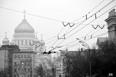 Foggy day in Moscow (fede_gen88) Tags: moscow russia россия москва blackandwhite cathedral christthesaviour church orthodox xixcentury white russianrevival onion domes europe fog foggy wires nikon d5100