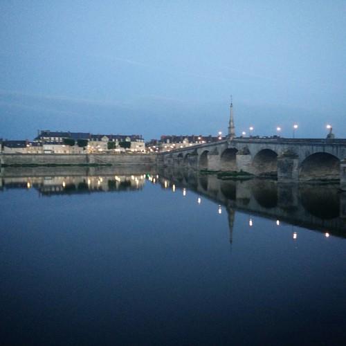 La nuit, sur la Loire. #reflets