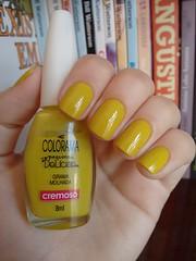 Grama molhada - Colorama (Mari Hotz) Tags: verde amarelo esmalte colorama unha rs