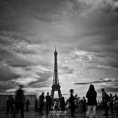 La tour Eiffel (Mister Blur) Tags: latoureiffel latorreeiffel theeiffeltower jardinsdutrocadro trocadero paris blackandwhite nikon d7100