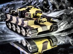 Panzer VI Tiger I (Luicabe) Tags: arma cabello carrodecombate enazamorado estudio interior luicabe luis maqueta modelismo panzer profundidaddecampo reflejo tanque vehculo yarat1 zamora zoom
