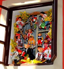 Prague - the Castle - dolls to the window (lucio_Kayak) Tags: prague praga castle dolls