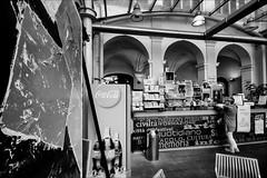 caff letterario (andaradagio) Tags: spoleto umbria italia caff andaradagio bianconero