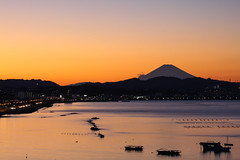 Silhouette (TimelessGravity) Tags: light sunset sky mountain japan canon eos bay coast fuji mountfuji palmtree fujiyama 60d canoneos60d eos60d