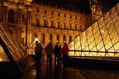 Paris, janvier 2013, Le Louvre 29 (paspog) Tags: paris france night lights licht pyramid nacht louvre nuit pyramide lelouvre lumires pyramidedulouvre