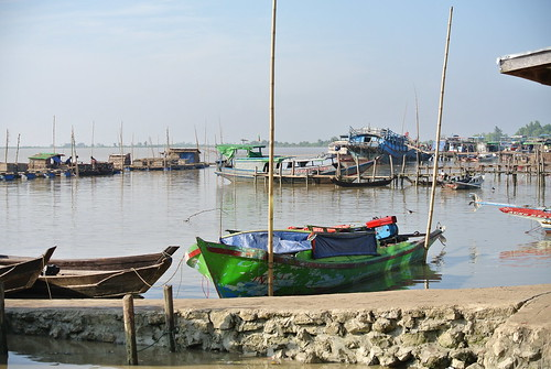 Fishing boats at Bogalay market pier, Myanmar. Photo by Ranjitha Puskur, 2012.