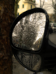 winter rain mirror smartphone flickrclickx (Photo: donatadag on Flickr)