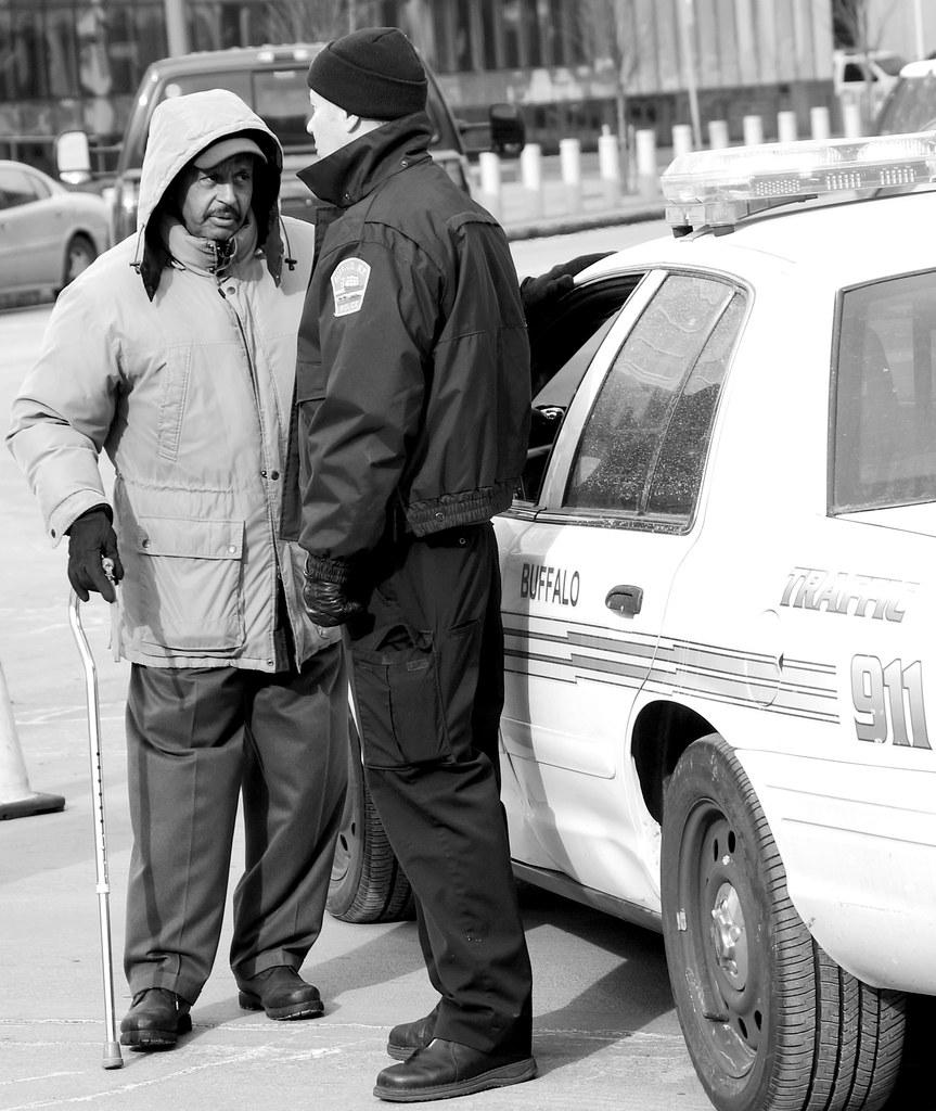 Buffalo police assisting a Citizen