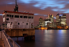 London Canary Wharf (david.bank (www.david-bank.com)) Tags: city uk england urban london water thames skyline architecture modern canon river boat twilight ship skyscrapers dusk bluehour canarywharf cesarpelli onecanadasquare davidbank