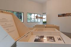 exposition dans le gymnase de la villa Noailles