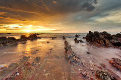 (Louise Denton) Tags: sunset sea beach canon golden sand rocks nt australia darwin northernterritory mindilbeach louisedenton