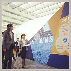 """นายกรัฐมนตรี ตรวจเยี่ยมการเตรียมงานพิธีเปิดนิทรรศการ """"THAILAND 2020 ก้าวใหม่เชื่อมไทยสู่โลก"""" ณ ลานอเนกประสงค์ อาคารรัฐประศาสนภักดี ศูนย์ราชการเฉลิมพระเกียรติ 80 พรรษาฯ ถนนแจ้งวัฒนะ กรุงเทพฯ 7 มีนาคม 2556 #ptcybertalk"""