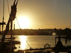 "Atardecer en Aswan • <a style=""font-size:0.8em;"" href=""http://www.flickr.com/photos/92957341@N07/8537316150/"" target=""_blank"">View on Flickr</a>"