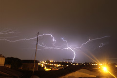 :::...Ferraz de Vasconcelos...::: (:::...Ivan Ribeiro...:::) Tags: light 30 bulb canon iso100 lluvia energy exposure force chuva forza thunder trueno fora energia longaexposio relmpago antenas relmpago radius raggio fulmine forzar energa arials trovo eos7d tiempoexposicin