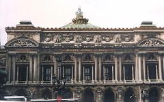 the Paris Opera (sftrajan) Tags: paris france frankreich opera 19thcentury scanned 1997 opéra francia masterpiece parís parigi nikonem parisopera ópera paryż charlesgarnier パリ paříž meisterwerk париж obramaestra ปารีส chefdœuvre ガルニエ宮 операгарнье пари́жскаяо́пера האופרהגרנייה