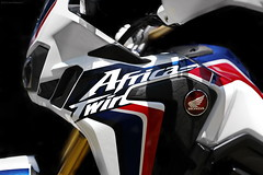 OKIMG_7832 (taymtaym) Tags: honda africa twin crf 1000 l crf1000l tricolor tricolour tri color colour hrc blue white red bianco blu rosso dual purpose off road details dettagli fuori strada dct sequenziale automatico clutch frizione doppia abs finacata carter side finacatina