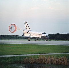 #TBT: Space Shuttle Discovery, STS-85 Lands -- Aug. 19, 1997 (NASA's Marshall Space Flight Center) Tags: nasa nasasmarshallspaceflightcenter nasamarshall internationalspacestation iss space earth spaceshuttle